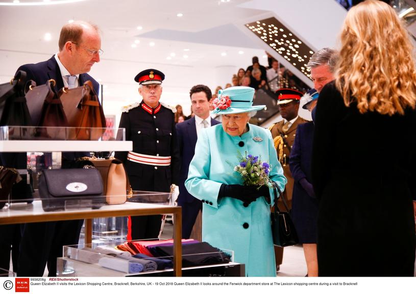 Królowa Elżbieta na zakupach w Bracknell /East News