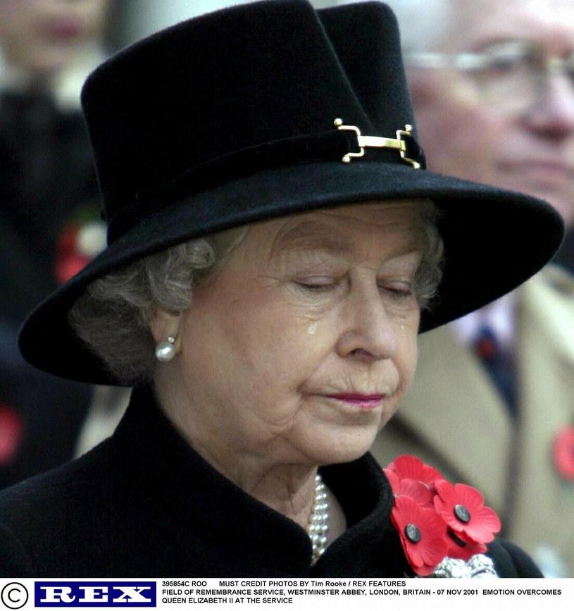 Królowa Elzbieta to prawdziwa kobieta ze stali. Czy wytrzyma również tę presję, którą serwuje jej wnuk i jego żona? /Tim Rooke / Rex Features /East News