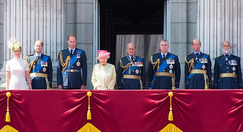 Królowa Elżbieta z rodziną /Samir Hussein /Getty Images