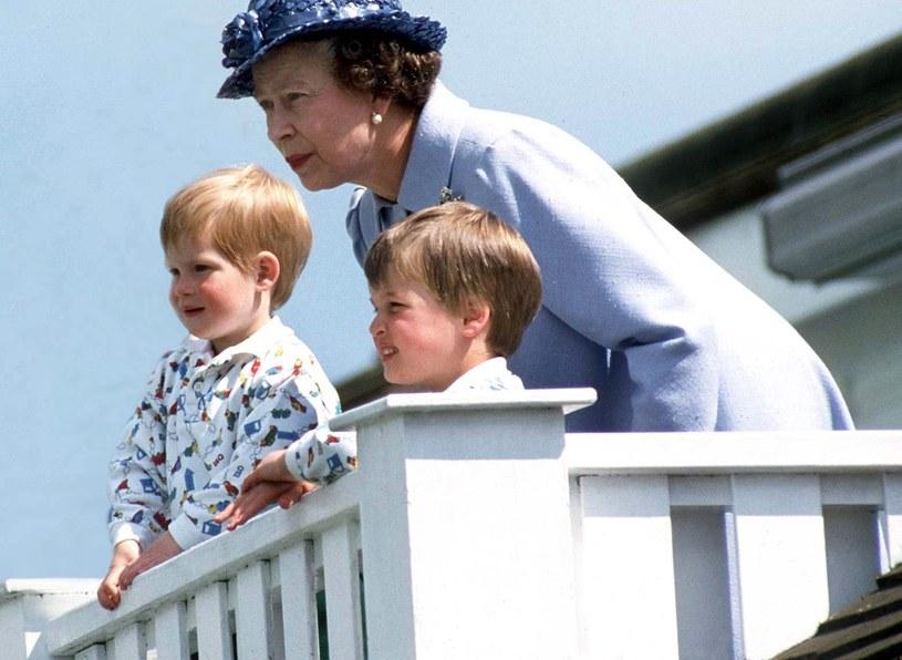 Królowa Elżbieta z wnukami. /Tim Graham / Contributor /Getty Images