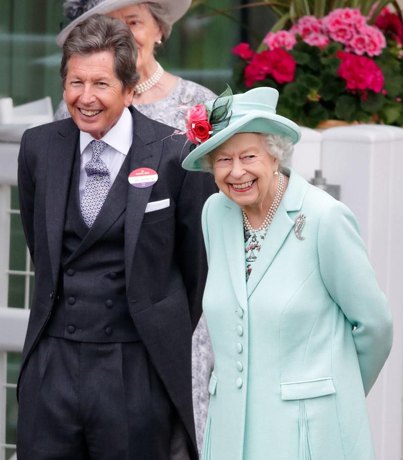 Królowa Elżbietach z kierownikiem królewskich stajni /Max Mumby/Indigo /Getty Images
