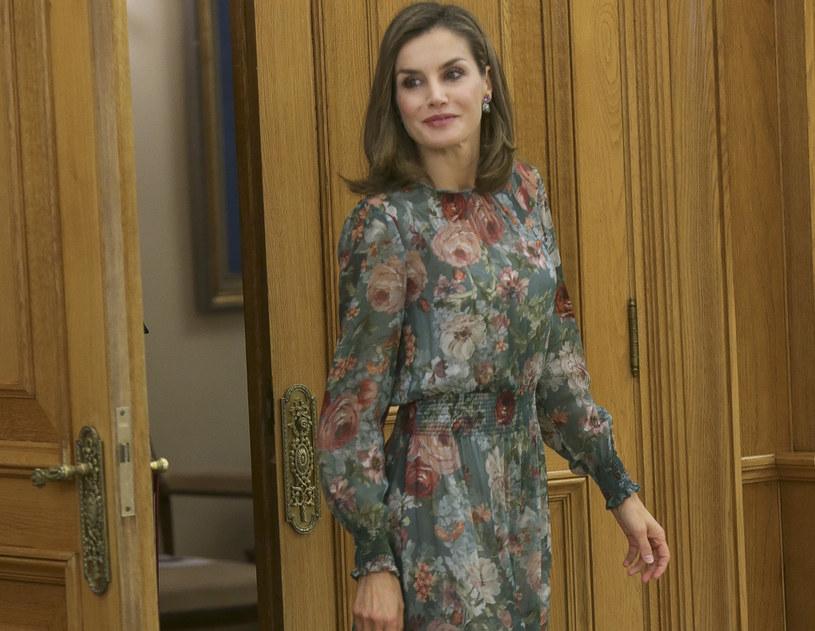 Królowa Letizia często sięga po sukienki z sieciówek /East News