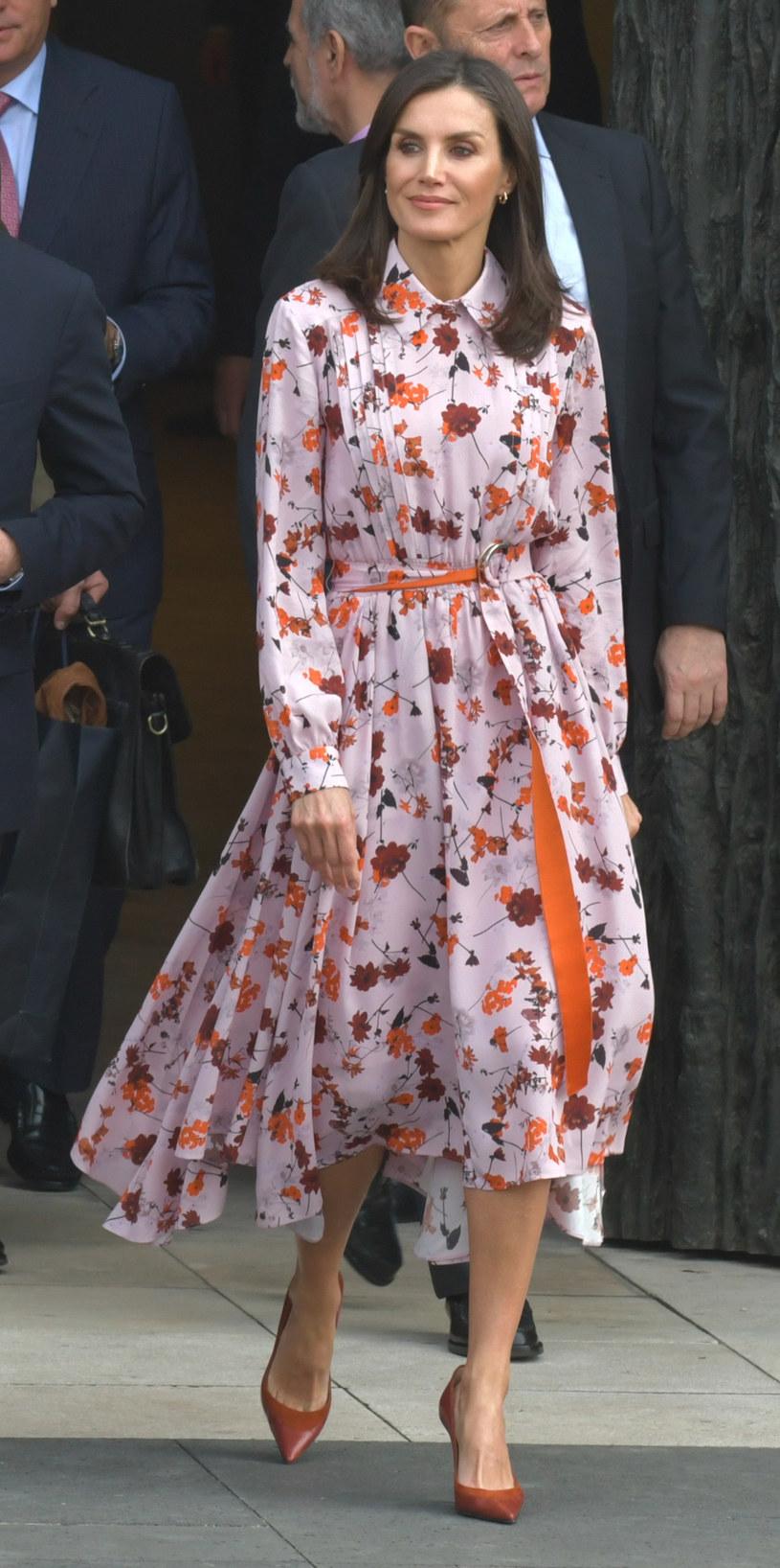 Królowa Letizia uwielbia klasyczne sukienki, które podkreślają jej zgrabną sylwetkę /Europa Press Entertainment / Contributor /Getty Images