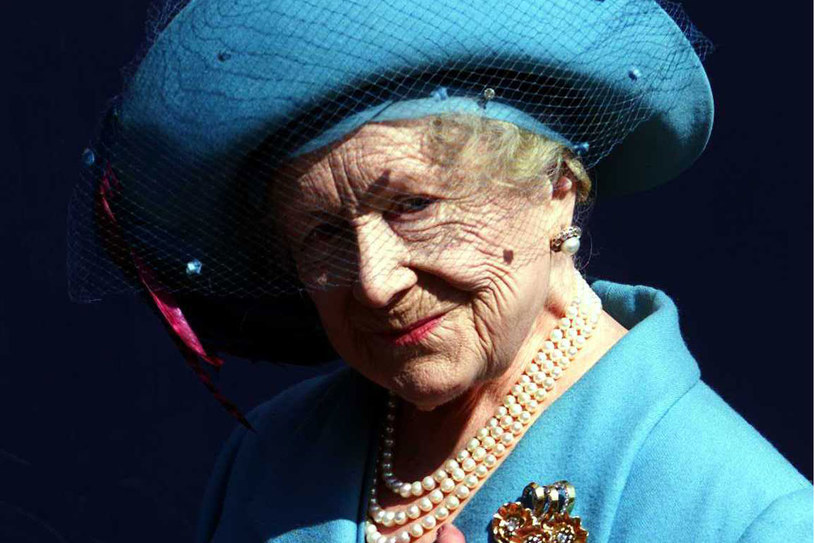 Królowa Matka w wieku stu lat: lato 2000 roku /Getty Images/Flash Press Media