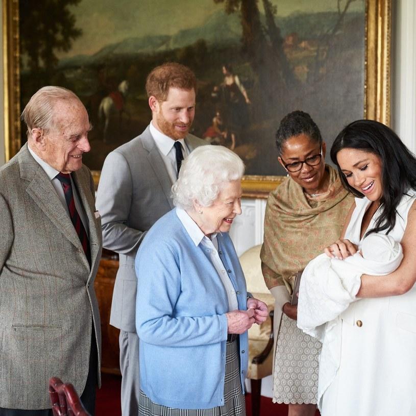Królowa podczas spotkania po narodzinach Archiego /Chris Allerton / copyright SussexRoyal  /East News