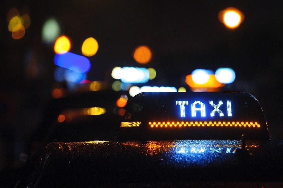 """""""Królowa taksówek"""" wydała na przejazdy blisko pół miliona euro / Wiktor Dąbkowski    /PAP"""