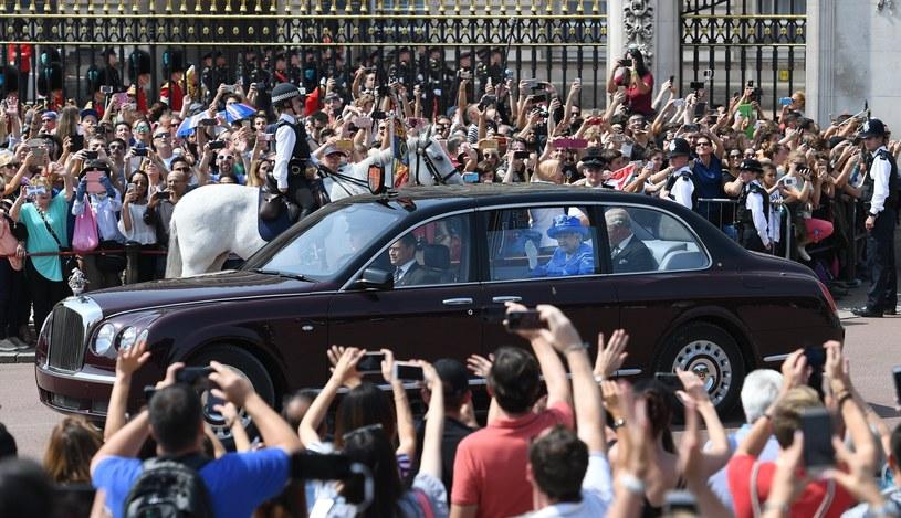 Królowa w drodze do parlamentu /ANDY RAIN /PAP/EPA
