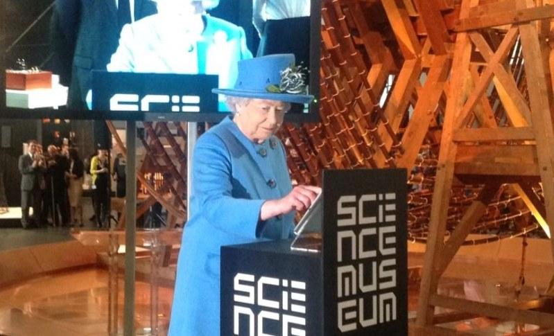 Królowa wysyła wiadomość na Twitterze, fot. twitter.com/BritishMonarchy /