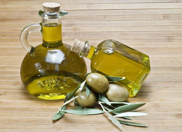 Kropelki oliwy zawierają wit. E, zwaną witaminą młodości /123RF/PICSEL