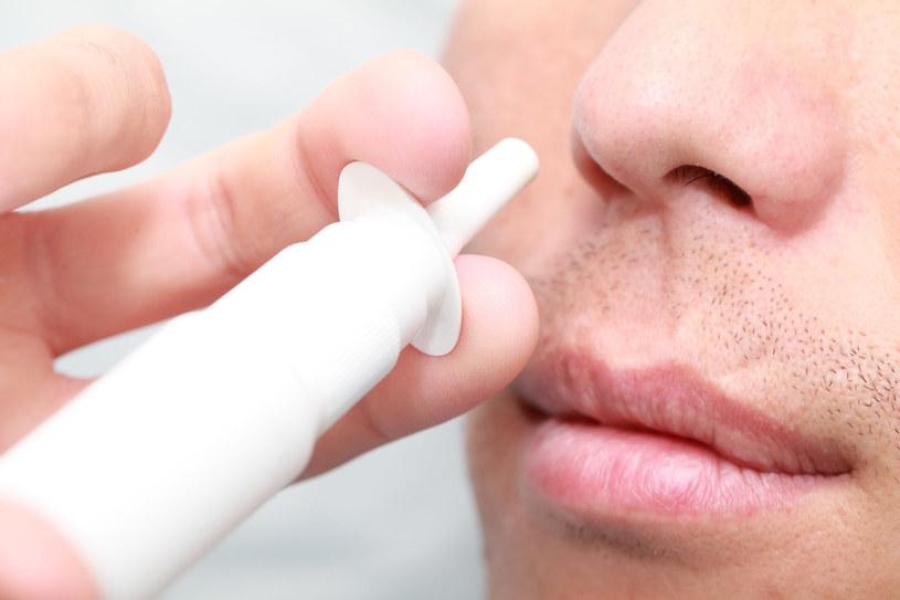 Krople do nosa ochronią przed zapaleniem opon mózgowych /123RF/PICSEL
