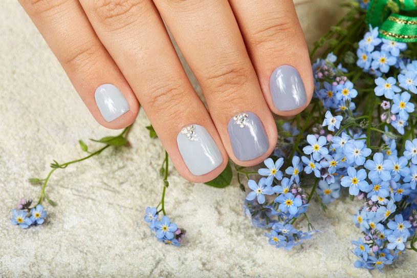 Krótkie paznokcie też mogą się świetnie prezentować /123RF/PICSEL
