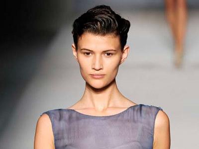 Krótkie włosy dają różne alternatywy czesania  /East News/ Zeppelin