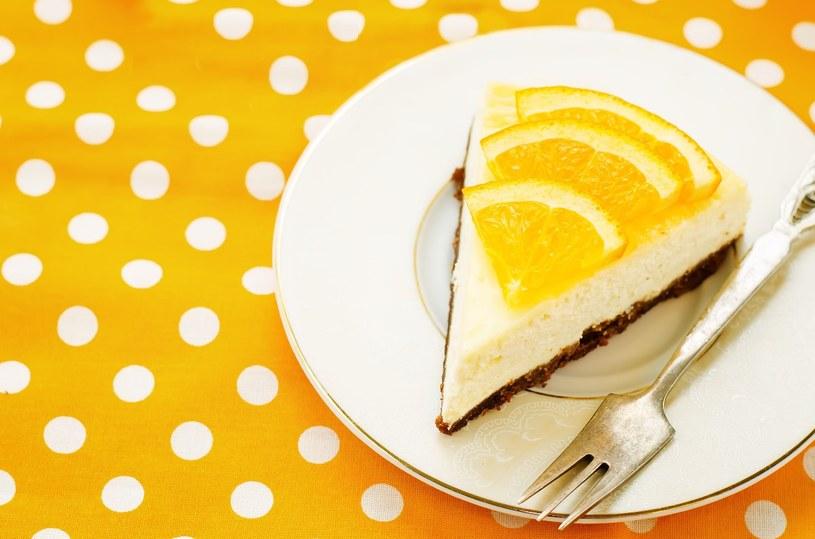 Kruche ciasto z masą serową i pomarańczami /123RF/PICSEL