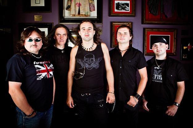 Kruk (Piotr Brzychcy drugi z prawej) /Metal Mind Productions