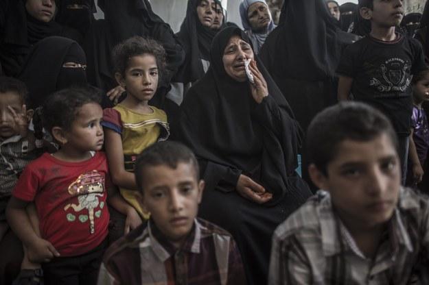 """Krwawy ostrzał w Gazie. """"Dzieci grały w piłkę. Dosięgnął je pocisk"""""""