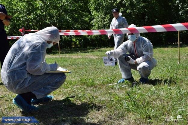 Zuchwały napad w Jankach: Policja znalazła samochód i broń bandytów