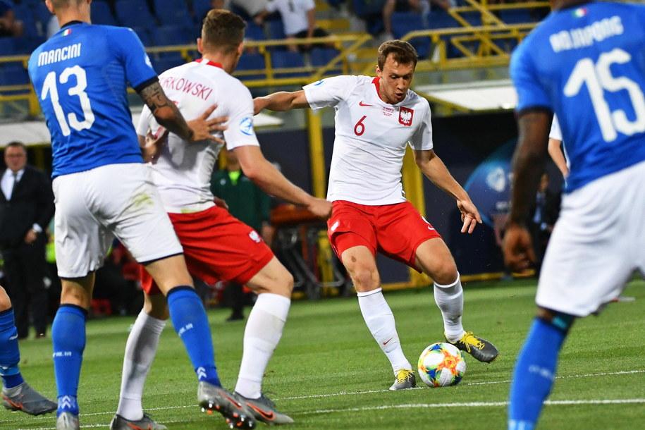Krystian Bielik w meczu mistrzostw Europy z Włochami /ALESSIO MARINI  /PAP/EPA