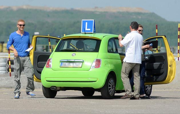 Krystian Wieczorek podczas egzaminu na prawo jazdy /MWMedia