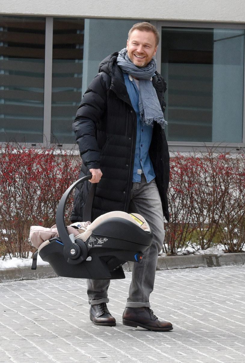 Krystian Wieczorek z córką /Newspix