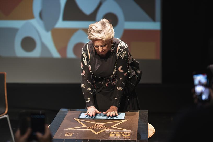 Krystyna Janda odcisnęła w Krakowie swoje dłonie na pamiątkowej tablicy,  fot. Edyta Dufaj /materiały prasowe