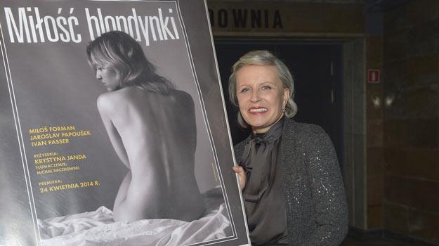 """Krystyna Janda przy plakacie """"Miłości blondynki"""". /AKPA"""