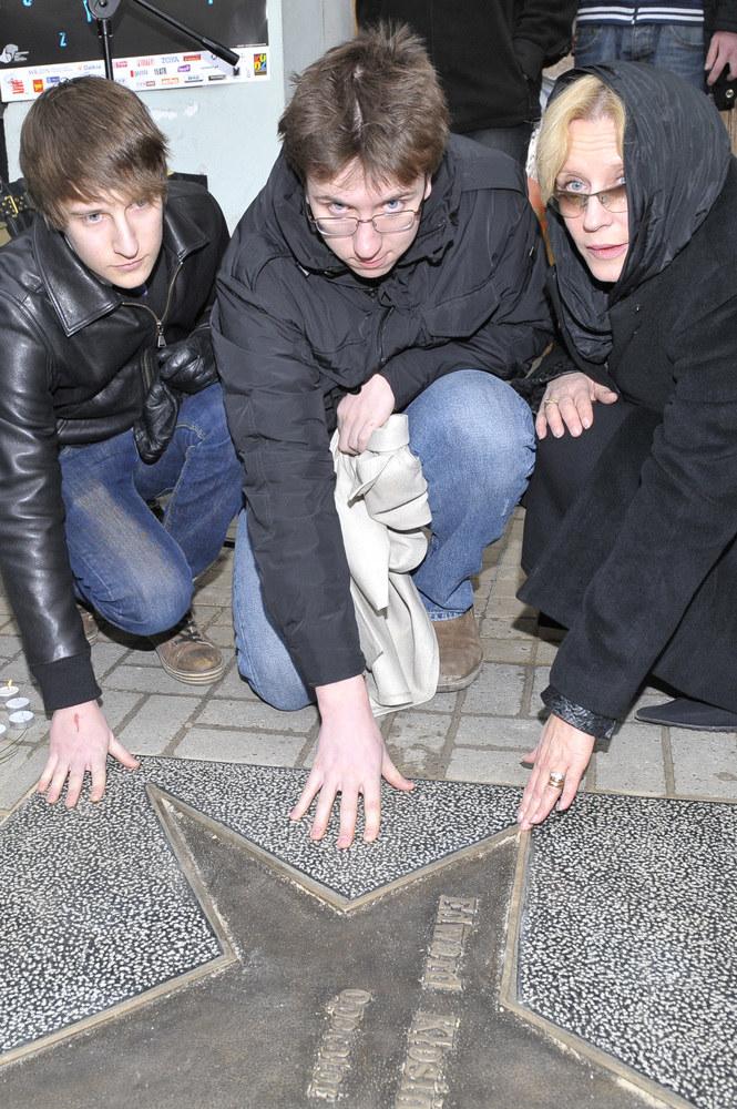 Krystyna Janda z synami Andrzejem i Adamem /Jarosław Wojtalewicz /AKPA
