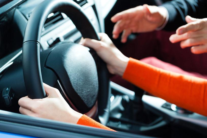 Krytykowanie każdego ruchu i krzyk mogą jedynie jeszcze bardziej zdekoncentrować niedoświadczonego uczestnika ruchu drogowego /123RF/PICSEL