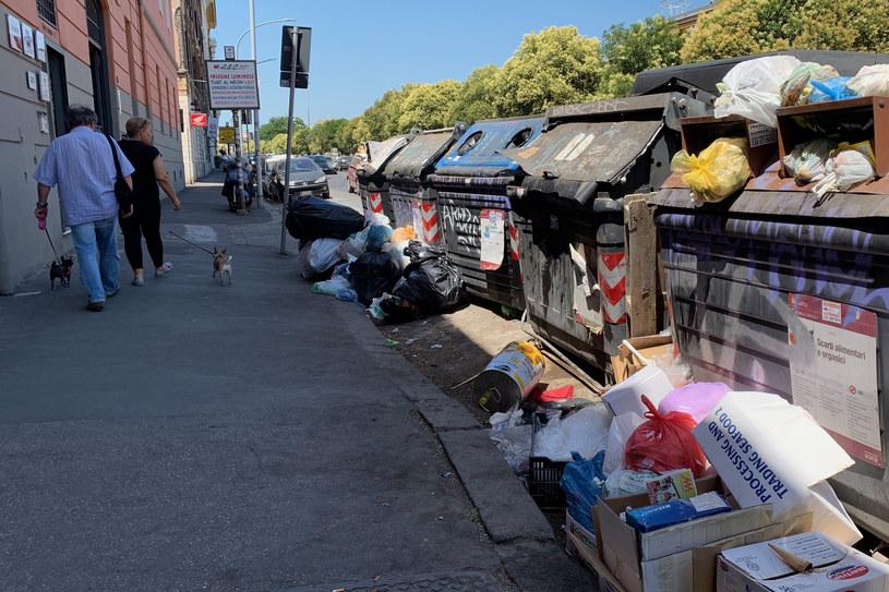 Kryzys śmieciowy w Rzymie jest szczególnie dotkliwy ze względu na panujące we Włoszech upały /VINCENZO PINTO/AFP /AFP