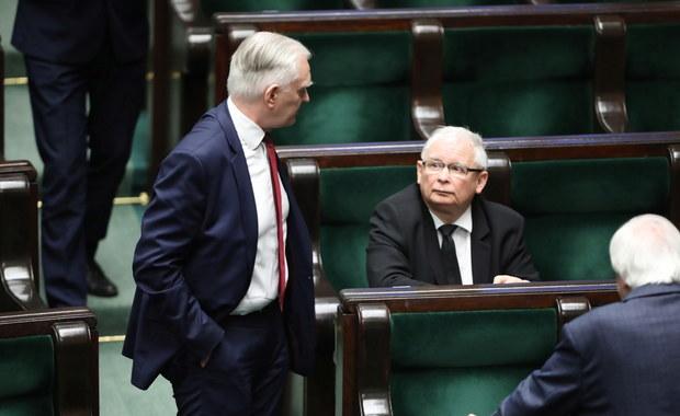 Kryzys zażegnany. Przeciąganie liny między Kaczyńskim i Gowinem zakończyło się ugodą
