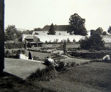Krzeszów - klasztor zamieniony na obóz