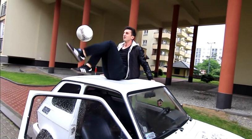 Krzysiek Golonka jest mistrzem piłkarskiego freestyle'u /YouTube