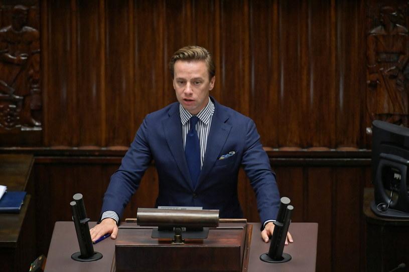 Krzysztof Bosak na sejmowej mównicy / Marcin Obara  /PAP