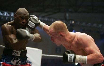"Krzysztof ""Diablo"" Włodarczyk w walce ze Stevenem Cunninghamem /AFP"