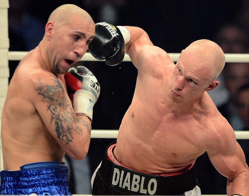 """Krzysztof """"Diablo"""" Włodarczyk (z prawej) w pojedynku z Francisco Palaciosem /AFP"""