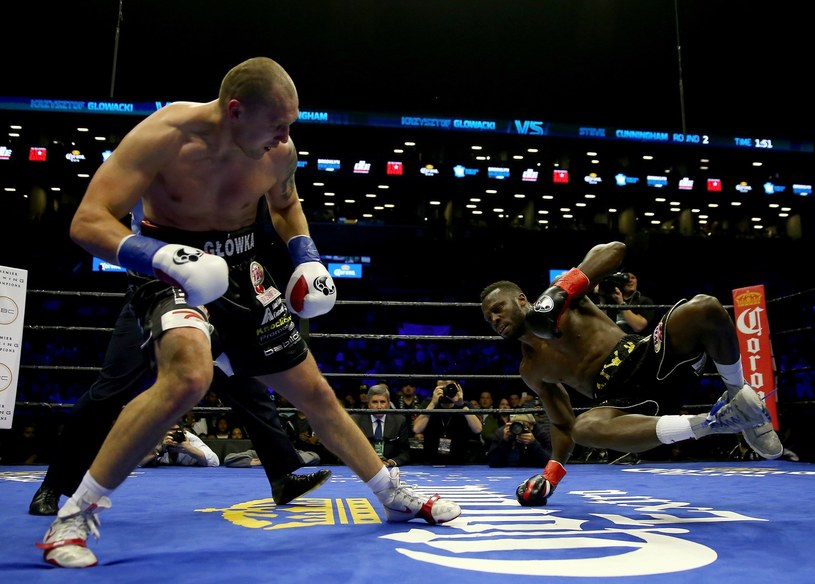 Krzysztof Głowacki rzuca na ring Steve'a Cunninghama /AFP