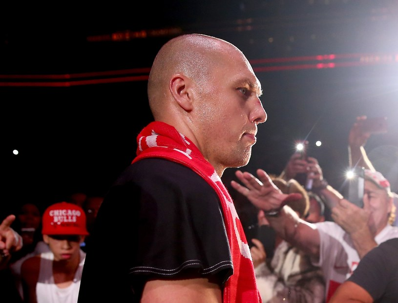 Krzysztof Głowacki w drodze na ring w Newark /AFP