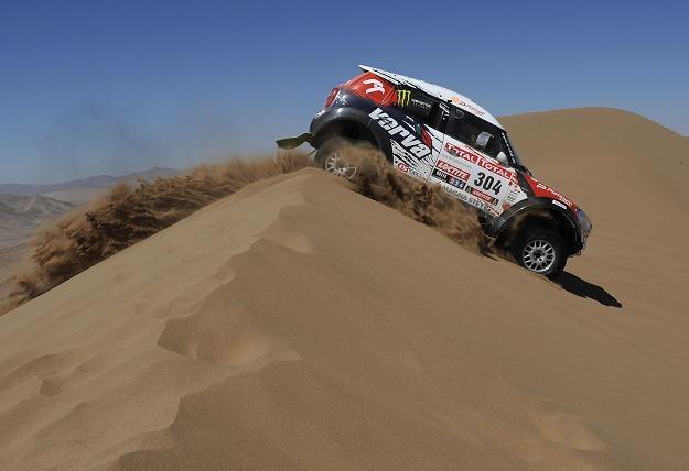Krzysztof Hołowczyc podczas Rajdu Dakar /AFP