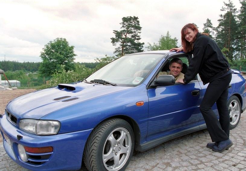 Krzysztof Hołowczyc z żoną, 1998 rok / fot. Czeslaw Czaplinski/FOTONOVA /East News