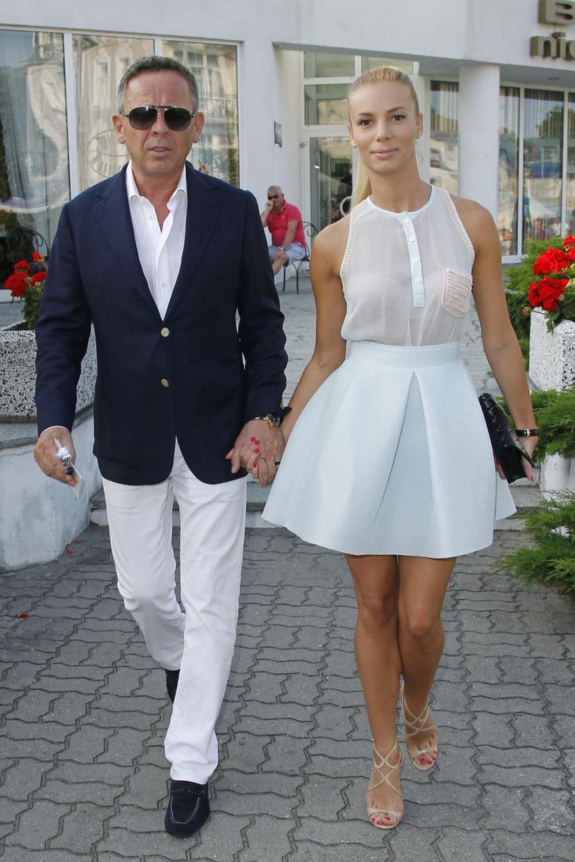 Krzysztof i Iza zaczęli częściej razem się pokazywać, a w 2014 roku wzięli ślub. / Engelbrecht /AKPA