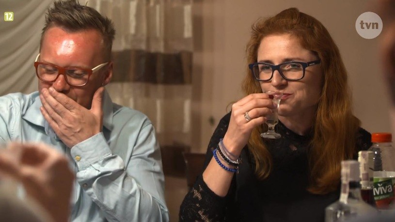 Krzysztof i Paulina na spotkaniu z rodziną /TVN
