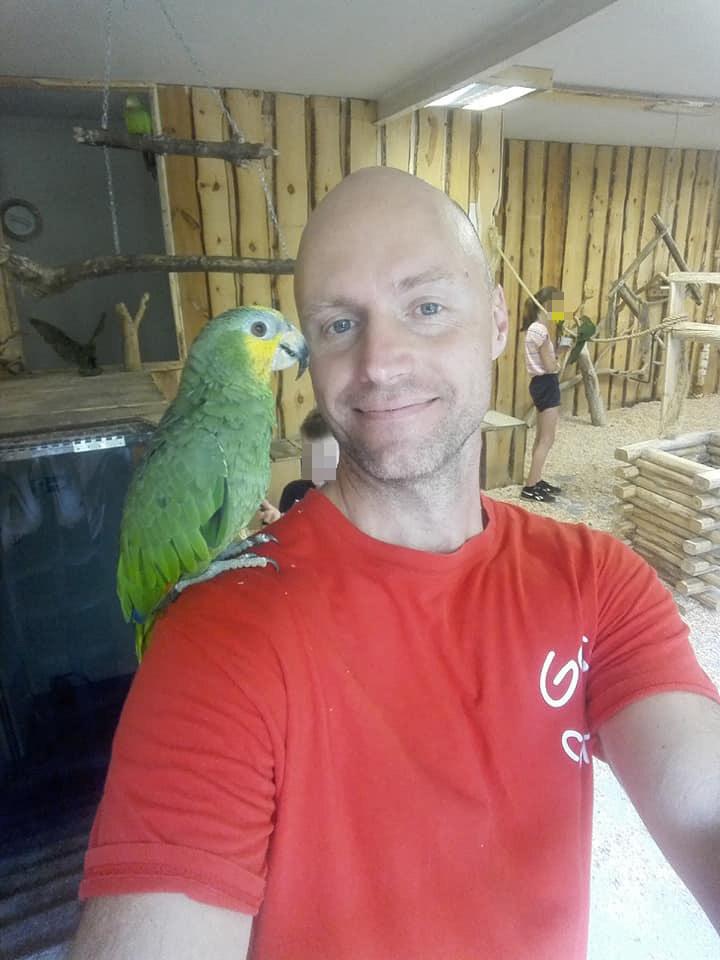Krzysztof junior pracował w papugarni, bardzo kochał to zajęcie /pomponik exclusive