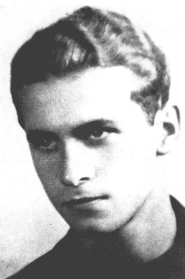 Krzysztof Kamil Baczyński (na zdjęciu archiwalnym) /reprodukcja /PAP