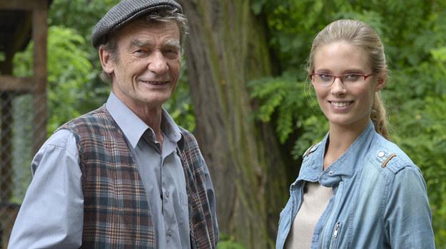 """Krzysztof Kiersznowski i Julia Pietrucha na planie """"Blondynki"""". /Gałązka /AKPA"""