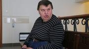 Krzysztof Kononowicz powraca! Nagrał kontrowersyjne wideo, w którym pali flagę islamistów
