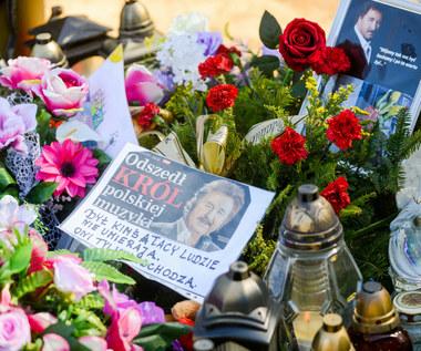 Krzysztof Krawczyk: 75. rocznica urodzin. Kto pojawił się na grobie wokalisty?