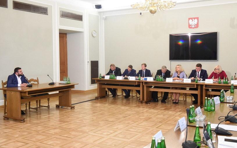 Krzysztof Kuśmierczyk przed komisją śledczą /Radek Pietruszka /PAP