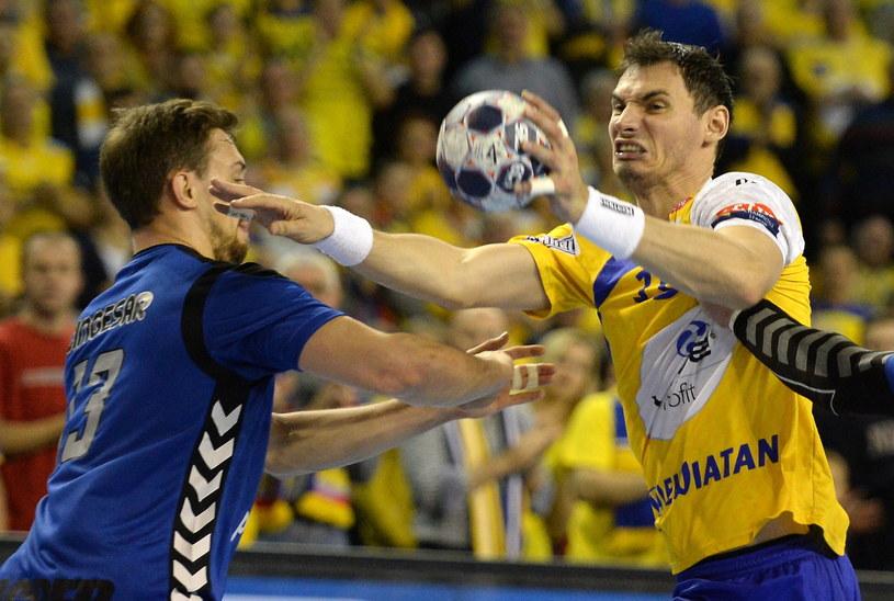 Krzysztof Lijewski (z prawej) w meczu z Croatią Zagrzeb /Fot. Piotr Polak /PAP