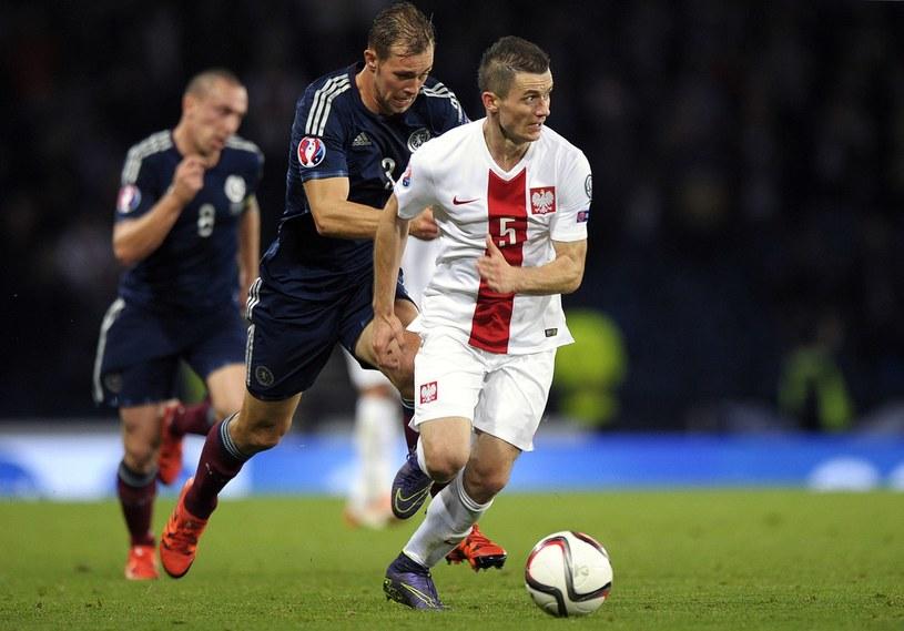 Krzysztof Mączyński w meczu Szkocja - Polska w el. Euro 2016. /AFP