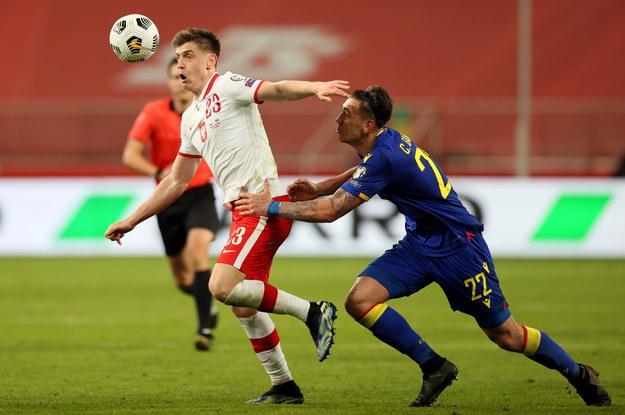 Krzysztof Piątek i Christian Garcia z reprezentacji Andory podczas meczu eliminacji MŚ 2022 / Leszek Szymański    /PAP