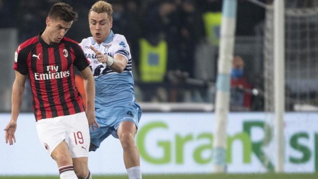 Krzysztof Piątek i Patric Gabarron w meczu Lazio - Milan /MAURIZIO BRAMBATTI /PAP/EPA